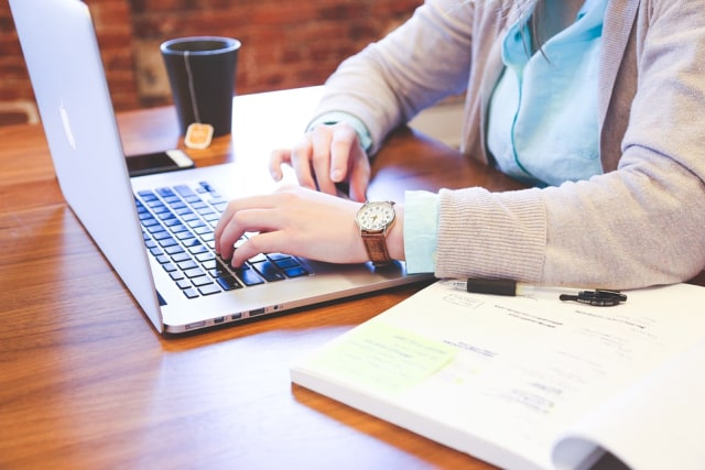 Buat Meja Kamu Rapi Ketika Kamu Bekerja